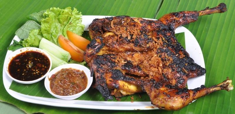 Makanan Khas Jawa Barat-Hayam Bakakak